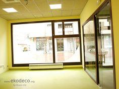 Oficina sostenible: madera FSC, aislante celulosa, pintura eco, linóleo... Divider, Windows, Room, Furniture, Home Decor, Passive House, Insulation, Interior Design, Pintura