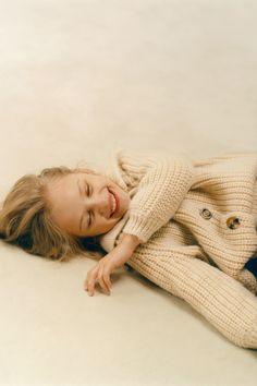 Zara Fashion, Fashion Outfits, Branding Design, Logo Design, Zara United States, Moon Child, Benetton, Adolescence, Kids Girls