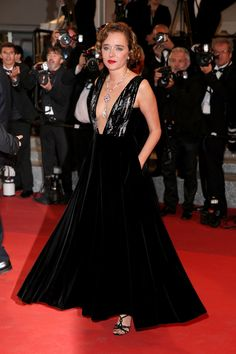 Xavier Dolan presented his latest film in Cannes last night, It's Only the End of the World, in the running for the Palme d'Or. With Marion Cotillard in Dior and Léa Seydoux in Louis Vuitton, see the gowns on the red carpet.