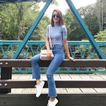 Comfy Friday in my current favorite white sneakers by @dumondoficial ! ❤️<br/>-------<br/>Sexta é dia de sair do salto! Haha Nada melhor que um lindo tênis branco pra compor um look confortável e cool pro dia a dia! Amei esse da nova coleção #MyOwnSneaker da @dumondoficial (branco com estampa floral no calcanhar 💗) e ainda dá para personalizar com PINS incríveis #DumondFever #Summer2017'