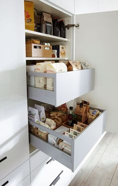 Practical Internal Pull Out. – Type Of Kitchen Storage Clever Kitchen Storage, Kitchen Organization Pantry, Kitchen Storage Solutions, Home Organisation, Kitchen Pantry, New Kitchen, Kitchen Decor, Organization Ideas, Clever Kitchen Ideas