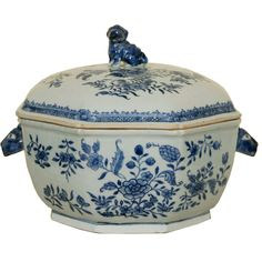 A Fine Chinese Export Covered Soup Tureen