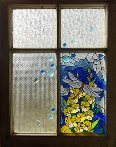 Mosaic Glass Art - Mosaic Stained Glass - Dragonfly In The Window by Catherine Van Der Woerd Broken Glass Art, Sea Glass Art, Glass Wall Art, Glass Vase, Mosaic Projects, Stained Glass Projects, Stained Glass Patterns, Mosaic Ideas, Art Projects