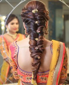 Wedding hairstyles updo messy easy ideas for 2019 Indian Wedding Hairstyles, Bride Hairstyles, Hairstyles Haircuts, Cool Hairstyles, Trending Hairstyles, Engagement Hairstyles, Bridal Hairdo, My Hairstyle, Hairstyle Ideas