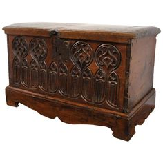 18th C. Walnut Gothic Carved Trunk 22 in. (56 cm) WIDTH:35 in. (89 cm) DEPTH:19.5 in. (50 cm) DEALER LOCATION:Dallas, TX NUMBER OF ITEMS:1 REFERENCE NUMBER:LU95121227612 | From a unique collection of antique and modern blanket chests at https://www.1stdibs.com/furniture/storage-case-pieces/blanket-chests/