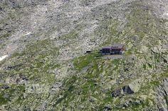 Die Kürsinger Hütte im Obersulzbachtal. Idealer Ausgangspunkt für die Besteigung des Großvenedigers. Trekking, City Photo, Summer Recipes, Hiking