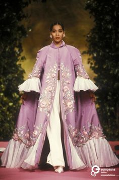 Christian Lacroix defined EXTRA, our Haute Couture favourites 90s Fashion, Couture Fashion, Runway Fashion, Fashion Show, Vintage Fashion, Fashion Design, Dolly Fashion, Vintage Vogue, Timeless Fashion