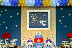 Para os meninos tem Festa Pequeno Príncipe!!Venha se inspirar nesta linda decoração.Imagens do blog Douce Enfant.Lindas ideias e muita inspiração.Bjs, Fabíola Teles.Mais ideias lindas: Douce ...