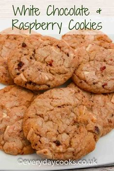 White Chocolate & Raspberry Cookies use dried raspberries for a fruity treat - ideal for summer eating. Easy to make. Raspberry Cookies, Raspberry Recipes, Biscuit Cookies, Biscuit Recipe, Pudding Desserts, Dessert Recipes, Cookie Recipes, Blueberries, Biscuits