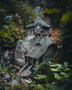Cozy and a little creepy house in Hrensko Design Witch Cottage, Cottage In The Woods, Witch House, Cabins In The Woods, Beaux Arts Architecture, Architecture Design, Abandoned Houses, Abandoned Places, Beautiful Buildings