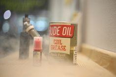 Το Coil Grease είναι ένα εκρηκτικό μείγμα από πορτοκάλι, μανταρίνι και γλυκά raspberries. Υγρό αναπλήρωσης για όλη μέρα, κάθε μέρα!  Η συσκευασία περιέχει 3 μπουκαλάκια των 10ml το καθένα.  Σύσταση Coil Grease: 20% Προπυλενογλυκόλη / 80% Φυτική γλυκερίνη  #vape #vaping #vapehive #gr #greece #athens #hellas