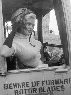 Jayne Mansfield vertrekt per helicopter naar Rotterdam Jayne Mansfield, Jane Russell, Lana Turner, Jean Harlow, Hollywood Stars, Old Hollywood, Hollywood Glamour, Pin Up, Star Wars