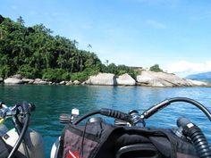 Vamos começar logo com uma viagem, já que eu adoro! O destino é Paraty-RJ. Mergulho, praia, construções históricas em estilo colonial e natureza incrível.