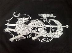 Black Wolf and Raven Knotwork T-Shirt - Norse Celtic Urnes - Schwarzer Wolf und Rabe KnotenArbeit T-Shirt nordischen Fenrir Tattoo, Norse Tattoo, Celtic Tattoos, Viking Tattoos, Wolf Tattoos, Celtic Wolf Tattoo, Wiccan Tattoos, Inca Tattoo, Indian Tattoos