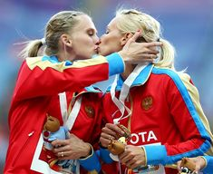Russian athletes Kseniya Ryzhova and Tatyana Firova celebrated winning the 4x400 metres gold at the World Athletics Championships by sharing a kiss on the winners' podium at the Luzhniki stadium in Moscow.