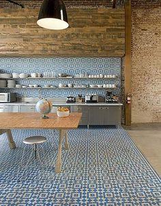 Interior design / BiscuitStudiosKitchen GranadaTileFez HR Love the floor!