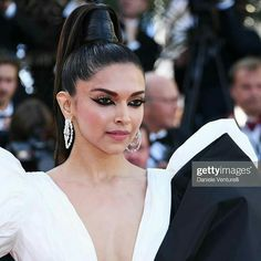 With Plunging Neckline, Thigh High Slit and A Big Bow, Deepika Padukone Sets Red Carpet On Fire At Cannes 2019 - HungryBoo Bollywood Actress Hot Photos, Bollywood Fashion, Bollywood Stars, Sonam Kapoor Cannes, Met Gala Outfits, Dipika Padukone, Deepika Padukone Style, Diana Penty, Wedding Function