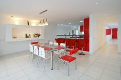 Jazzy Beach House in Breezy Look: Stylish Contemporary House In Palabritas Beach Dining Room Furnishing With White And Red Chairs Working Wi. Best Interior, Interior Design Living Room, Interior Modern, Beach Dining Room, Dining Rooms, Contemporary Beach House, Beautiful Home Designs, House Design Photos, Architecture