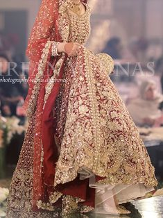 Asian Wedding Dress Pakistani, Asian Bridal Dresses, Pakistani Fashion Party Wear, Beautiful Bridal Dresses, Pakistani Dresses Casual, Pakistani Wedding Dresses, Formal Dresses For Weddings, Wedding Lehanga, Bridal Lehenga
