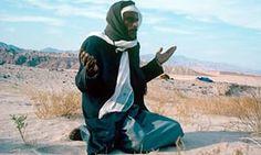 Why do Bedouins wear black in the desert?