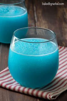Lemon-Lime Blue Slushie from @bakedbyrachel A fun frozen drink for Summer!