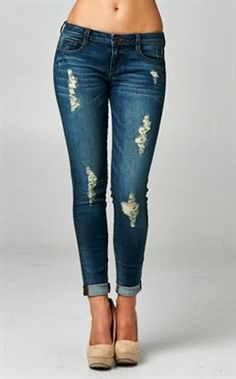 BOYFRIEND JEAN Perfect spring outfit. Free Shipping on orders over $75 www.alyscloset.com