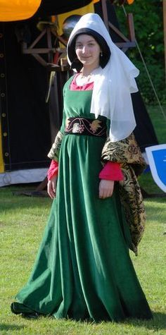 The perfect medieval dress! #justjoustit #medievaljousting