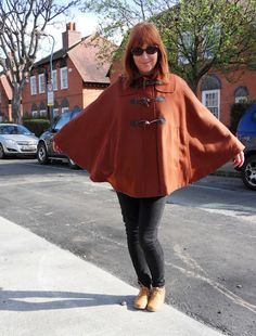 Rusty cape. Bell Sleeves, Bell Sleeve Top, Cape, Bomber Jacket, Jackets, Women, Fashion, Mantle, Down Jackets