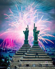 Happy Fourth of July! #peacebridge #bridge #river #niagarariver #outdoors #nature #spring #landscape #scenery #buffalo #buffalony #buffalonewyork #newyork #ny #wny #buffalove #buffalove16 #igersbuffalo #featuremeigersbuffalo #risebflo #capturebuffalo #buffaloforreal #travelbuf #travelbuff #716 #architecture #libertybuilding #buffalolibertybuilding #fireworks