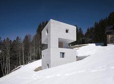 Архитекторы из Marte.Marte Architekten создали Хижину в Горах в Латернсе, Ворарлберг, в Австрии.