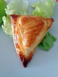 La meilleure recette de FEUILLETE JAMBON / VACHE QUI RIT! L'essayer, c'est l'adopter! 5.0/5 (5 votes), 6 Commentaires. Ingrédients: Pour 6 feuilletés : ( voir 8 je pense - pour réaliser cette recette j ai utilisé des chutes de pâte ) - 1 pâte feuilletée - 1 tranche de jambon - 6 portions de Vache Qui Rit - 1 jaune d'oeuf - sel , poivre 20 Min, Croissants, Mayonnaise, Flan, Entrees, Pizza, Buffet, Cabbage, Sandwiches