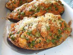 Berenjenas rellenas de quinoa y pollo. Ver receta: http://www.mis-recetas.org/recetas/show/42605-berenjenas-rellenas-de-quinoa-y-pollo