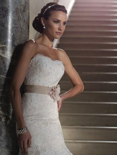 Mon Cheri 'Vereda' size 4 new wedding dress front view on model