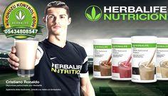 #Cristiano #ronaldo #yağ #oranı #ne kadar #spor yapıyorsanız günlük kalorinin yüzde 40'ı karbonhidratlardan, yüzde 30'u proteinlerden, kalan yüzde 30'u ise yağlardan gelmeli.  Bir erkek günde ortalama 125 ila 150 gram arasında protein tüketmeli ve bunu 25 gramlık ölçeklerle, günde 5-6 kez almalı. 'Ne kadar çok protein, o kadar çok #kas' mantığı da tamamen yanlış.  Günde 500 gram #protein tüketirseniz, fazla protein şekere dönüşür.
