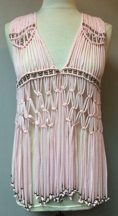 This Pin was discovered by Alw Macrame Dress, Macrame Art, Macrame Projects, Macrame Knots, Macrame Jewelry, Crochet Hammock, Knit Crochet, Macrame Patterns, Crochet Patterns