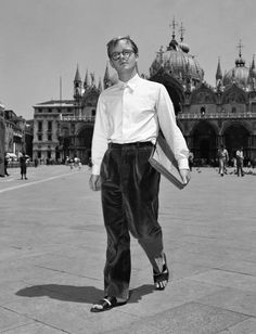 Writers & fashion, Truman Capote in Venice, Anne Sexton, Fiction, Writers And Poets, Book Writer, Kirk Douglas, Isaac Asimov, Jane Fonda, Large Photos, Photo Archive