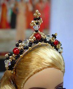 Beaded Tiara for Barbie Barbie Et Ken, Barbie Hair, Barbie Dress, Barbie Clothes Patterns, Doll Patterns, Doll Clothes, Doll Crafts, Diy Doll, Barbie Accessories