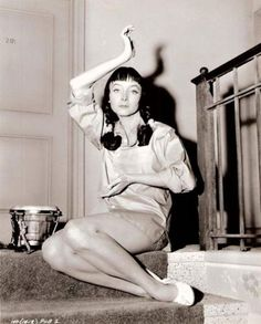 "She played alongside Elvis (""King Creole""), was nominated for an Academy Award (""The Bachelor"") & starred as tv's Morticia Addams. Carolyn Jones, Morticia Addams, Classic Hollywood, Old Hollywood, Hollywood Actresses, Beatnik Style, Beatnik Fashion, French New Wave, Beat Generation"