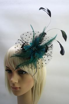 Elegant peacock colour barrette. It is barrette and brooch in one piece. We have 5 colours of these items.