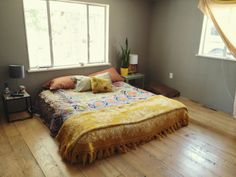 Corner House, Kitchen Corner, Home Bedroom, Bedroom Decor, Bedroom Ideas, Mattress On Floor, Apartment Interior Design, Kitchen Colors, Decoration