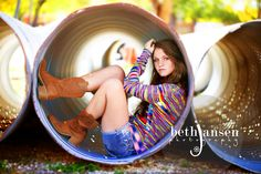 I love this senior picture. {Senior Photography Inspiration, Poses, and Ideas}