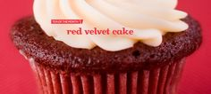 red velvet cake - sweet, lightly creamy black tea blend with white chocolate chips, beetroot powder and red sprinkles. not a fan of the black tea base but it has a pretty good flavour. Red Velvet Cupcakes, Velvet Cake, Yummy Drinks, Yummy Food, Davids Tea, Beetroot Powder, Dessert Cups, Tea Blends, White Chocolate Chips