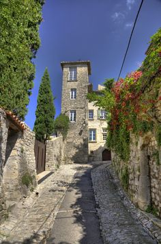 Old Streets of Vaison La Romaine, Provence Belle France, France City, Beaux Villages, Provence France, French Countryside, French Riviera, France Travel, Places Around The World, Vacation Spots
