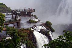 As 10 Paisagens Mais Bonitas Da Natureza- Cataratas do Iguaçu, Argentina e Brasil/Iguazú falls Brasilian views. Foto Quimpg Flickr.