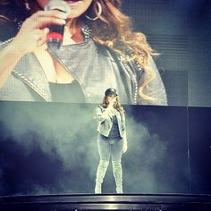 Jenni Rivera love her outfit (: