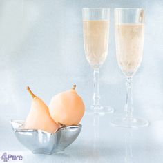 Poached pear champagne cocktail - English recipe - Sweet and juicy poached pears. Stew them and then what to do with the excess cooking liquid? Don't throw it away, but make this delicious poached pear champagne cocktail with it.