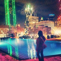 "@_jassiid0ll's photo: ""#My view for a Lil bit tonight !!. ROOF DECK #POOL #Dallas #OmniHotels"