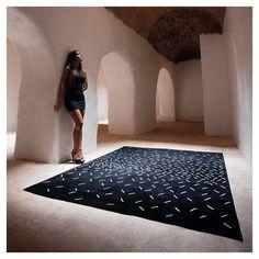 Tapis Language, tapis designer Now Carpets Signs, Carpets, Language, Contemporary, Chic, Black, Home Decor, White Patterns, Black Backgrounds