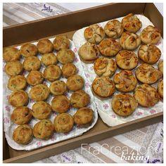 Quello di oggi è un post diviso a metà...sì perchè riguarda per metà una ricetta ormai fatta e rifatta che adoro, mentre per l'altra metà riguarda invece una ricetta completamente nuova, che mi ero appuntata da tempo ma non ancora provata...   #cooking #muffin #olivetaggiasche #pizzamuffin #salato Muffin, Pizza, Baking, Breakfast, Food, Morning Coffee, Bakken, Essen, Muffins