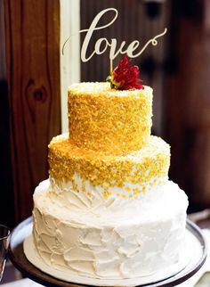 Toasted coconut topped wedding cake: http://www.stylemepretty.com/little-black-book-blog/2016/02/08/ethereal-autumn-wedding-at-vista-west-ranch/ | Photography: Mint Photography - http://mymintphotography.com/